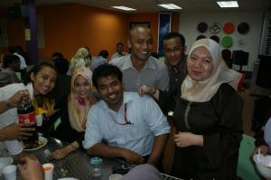 Team nasional bersama Editornya