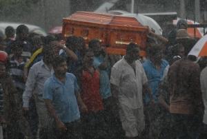 Mendiang dibawa kena hujan,. SamsulSaid/SinarHarian