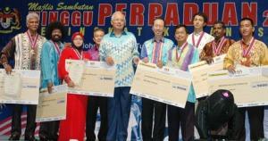 Mei 24 2009 - Akhbar Cabaran SinarHarian menang Anugerah Media Perpaduan. SH/Baiduzzaman