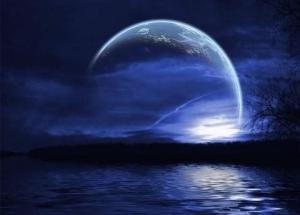 Bulan adakalanya indah untuk dilihat, namun apabila ia dilindungi awan, sinarnya menuju kegelapan