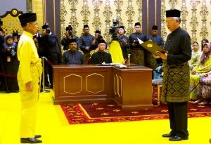 Perdana Menteri, Datuk Seri Najib Tun Razak ketika mengangkat sumpah sebagai Perdana Menteri di hadapan Yang di-Pertuan Agong Tuanku Abdul Halim Mu'adzam Shah di Istana Negara, pada 6 Mei 2013.