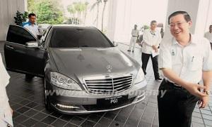 LGE dengan kenderaan rasminya.